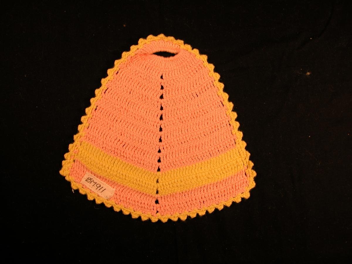 Rosa botn, gul stripe på det breiaste, og gul kant. Hol øvst, og markert midtakse.