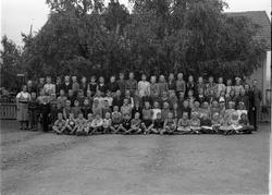 Skolebilde fra Vilberg skole, Ø.Toten, trolig 1946-47. To id