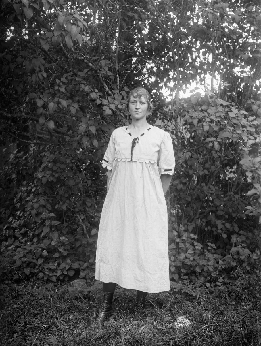 Edit Eklund, Djurby, Torstuna socken, Uppland 1920