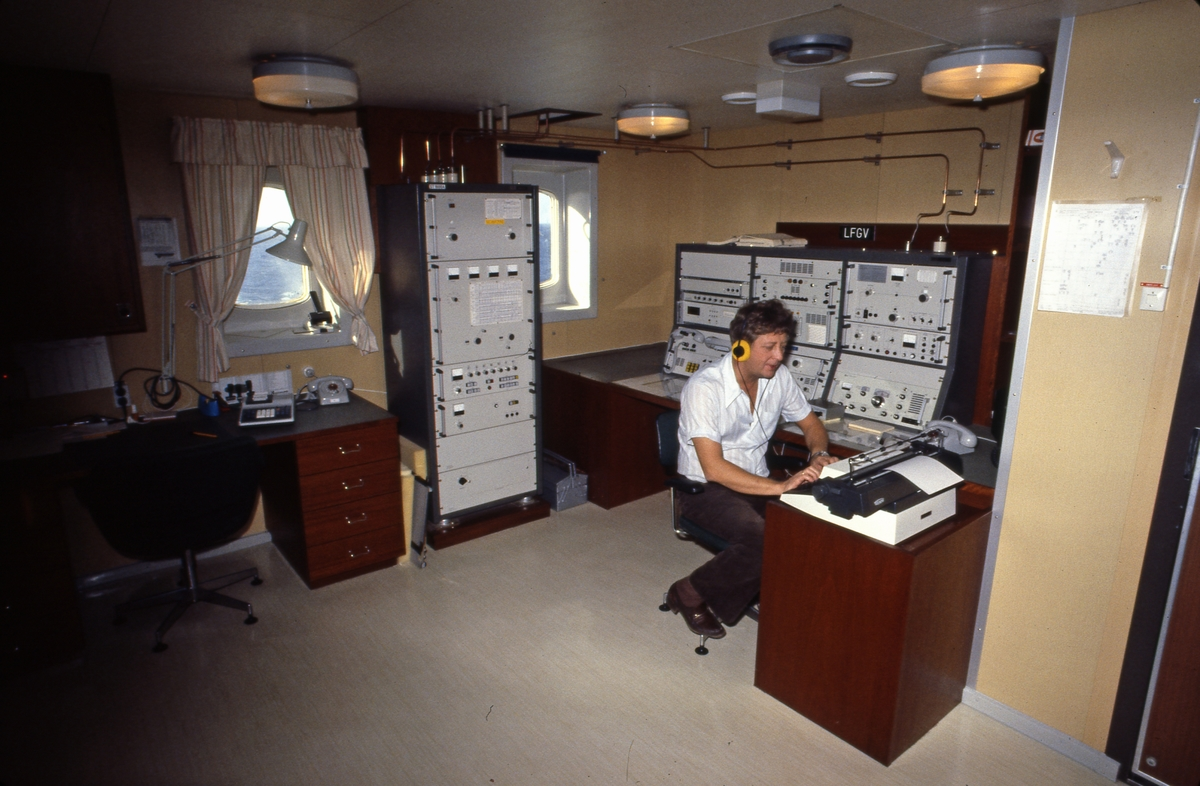Gnisten i radiorommet på T/T 'Wind Eagle' (b. 1977, Kockums Varv, Malmø, Sverige).