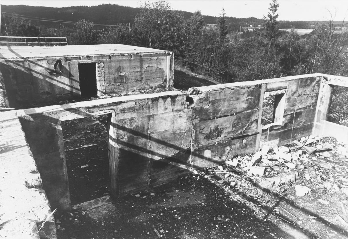 Brannruiner Folkets Hus på Slattum. Huset brant i 1978