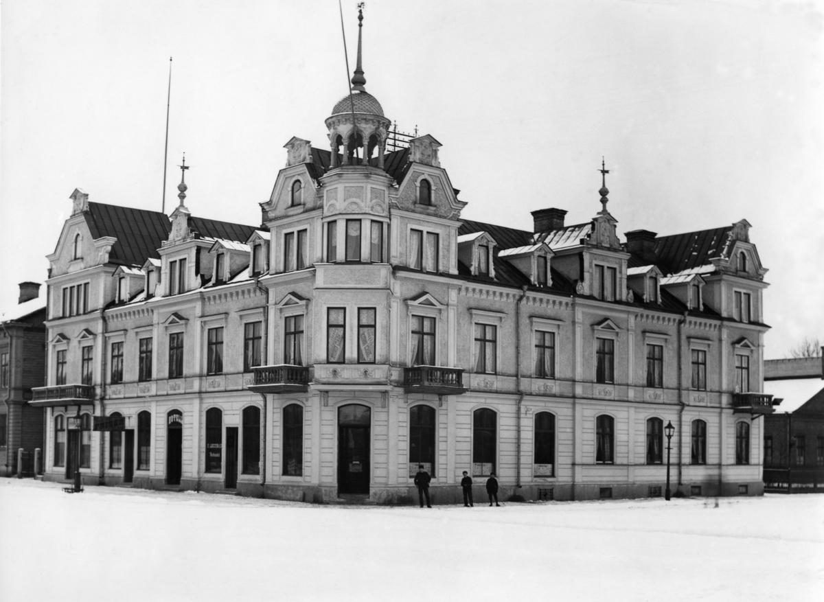 Hotell Kung Karl, senare Centralhotellet, på en bild från tidigt 1920-tal. Huset byggdes 1895 och revs i mitten på 1980-talet.