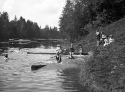 En antal bilder med anknytning till Edsvalla som museet fått