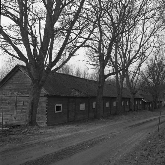 Kyrkstallar i Algutsboda. (Emmaboda kommun, Uppvidinge härad, Kalmar län) 1949.