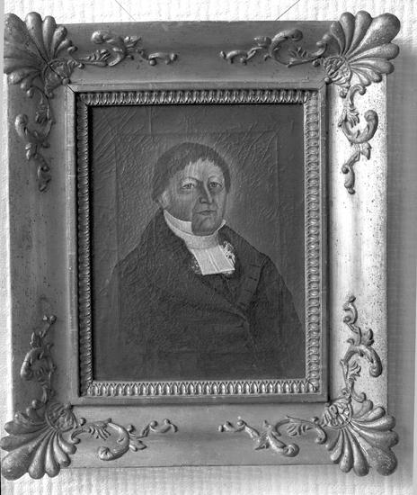 Porträtt av en man i prästdräkt.