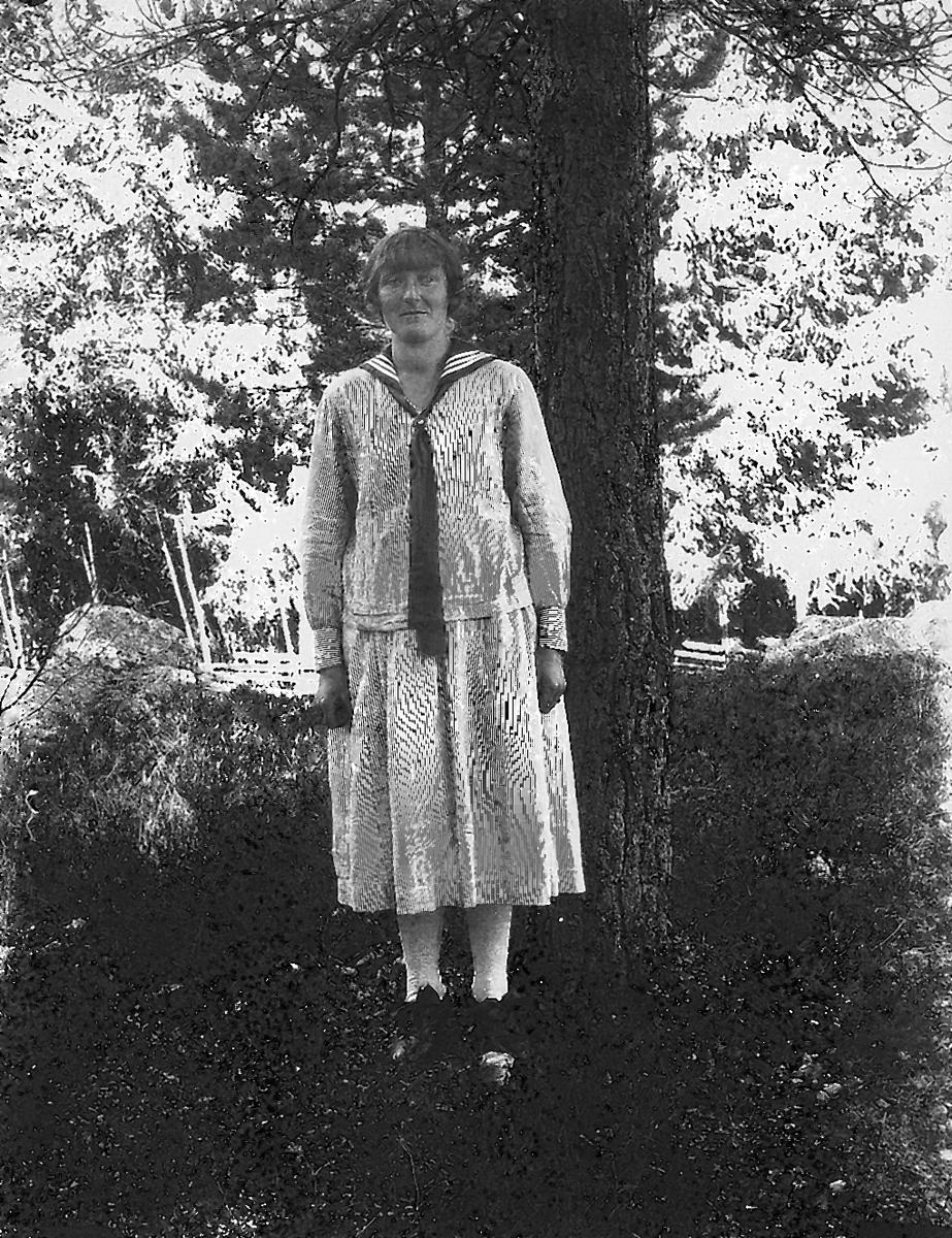 Hanna Falk, född den 1 december 1896 i Sörfly, död den 9 januari 1931 i Granbo. Hon är mor till Ingrid Falk.