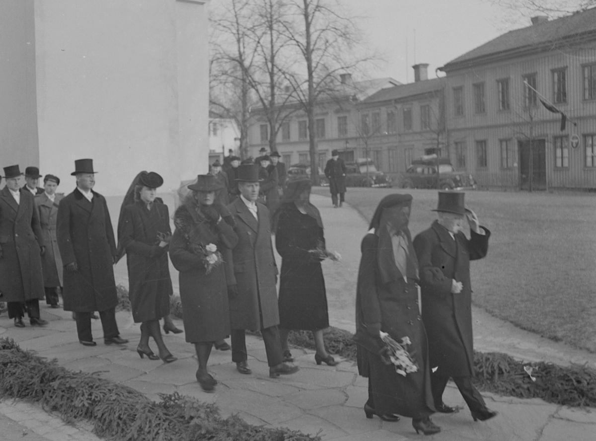 Borgmästare Berggrens begravning och jordfästning. Heliga Trefaldighetskyrkan. April 1943