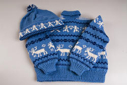 Kirsten Flagstad had one grandson whom she was very fond of. Sigurd Dusenberry Hall was born and raised in the United States and has been to the museum several times. He talks so fondly about his grandmother who he remembers well. This sweater and hat was knitted to him as a young boy by Kirsten Flagstad and the recipe was later shown in Allers magazin in the 1990s. (Foto/Photo)
