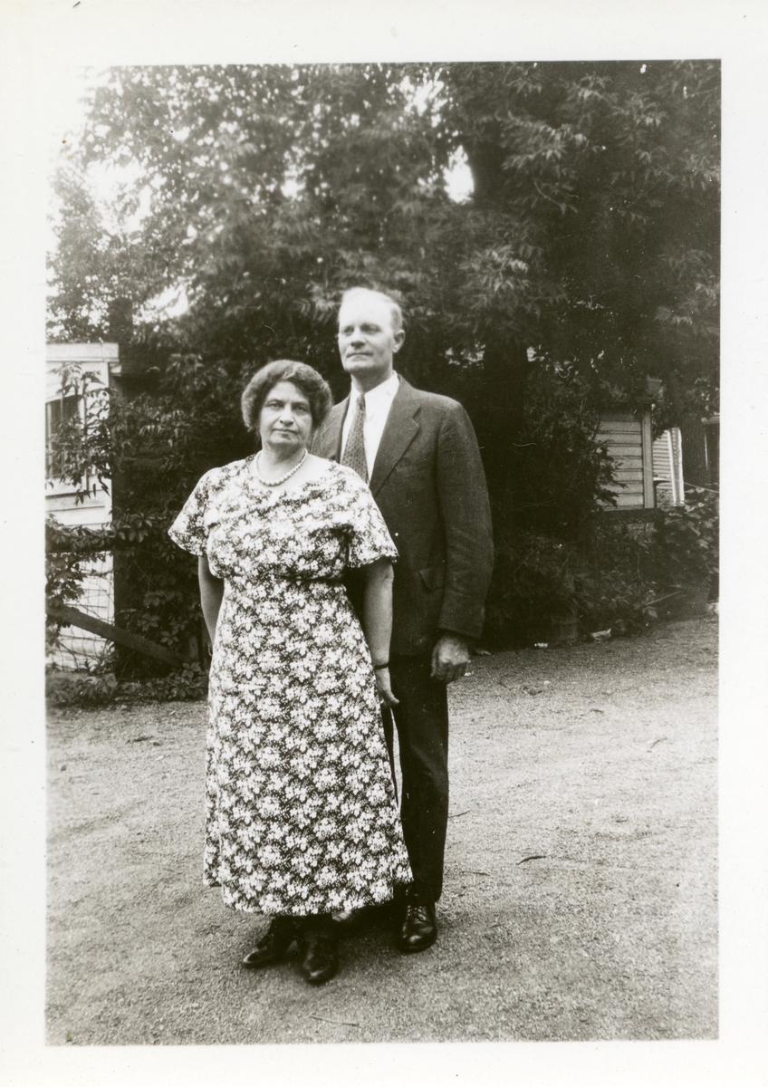 Ole A. Røang sammen med kone.