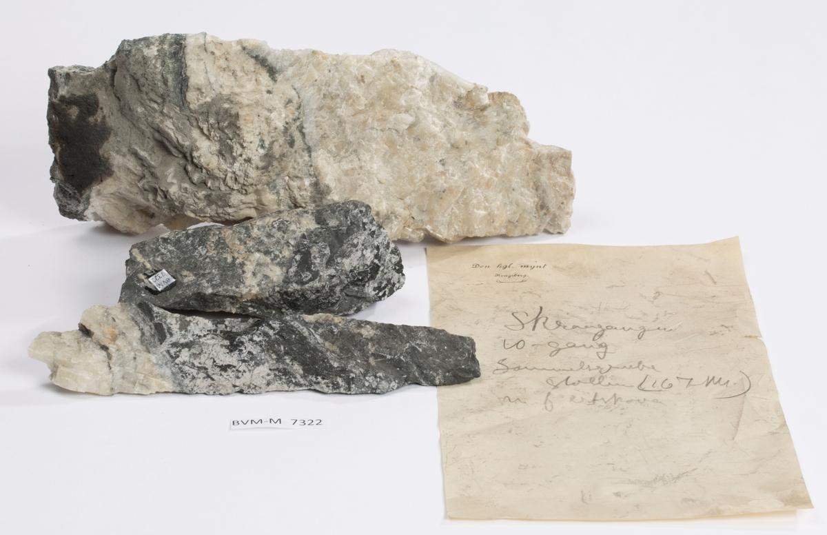 Tre prøver  Lapp i eske:  Skraagangen 10-gang Samuelsgrube stollen (167 m) m.f. ertskova