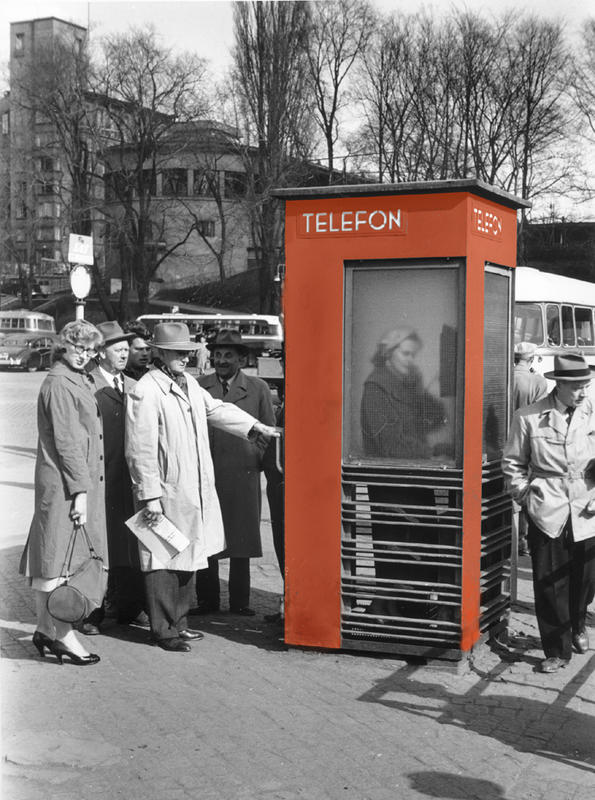 RIKS røde telefonkiosker rådhuskaia farge
