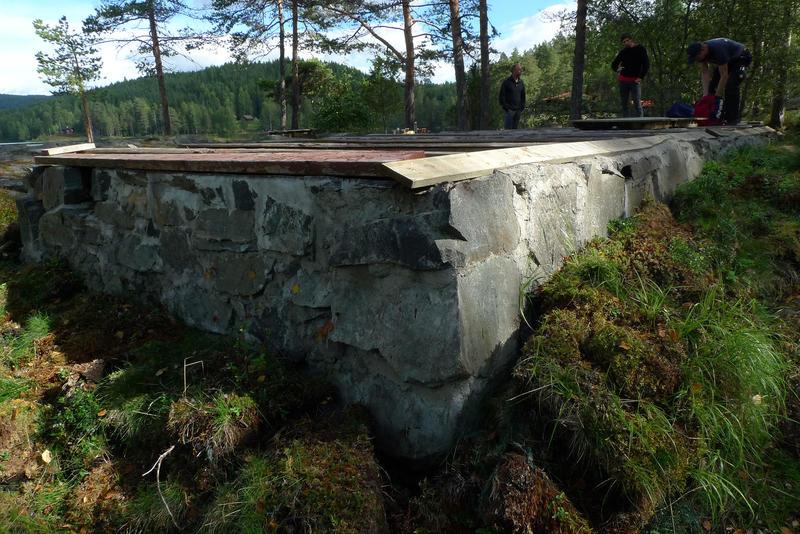 Grunnmur til DNT-hytta Hovinkoia i Holleia etter hyttas demontering.