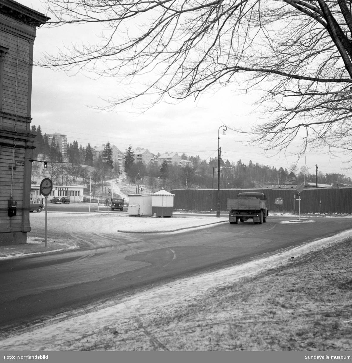 Norrmalm innan saneringen. Skepparegatans utfart österut till dåvarande Borgmästaregatan, där numera (2016) SCA-kontoret ligger.