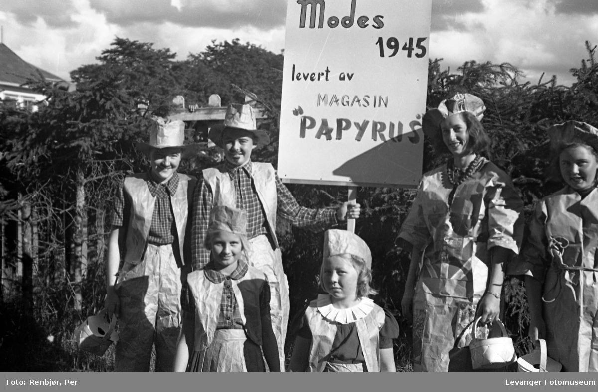 Sanitetens opptog, Levanger, utkledde barn og unge.
