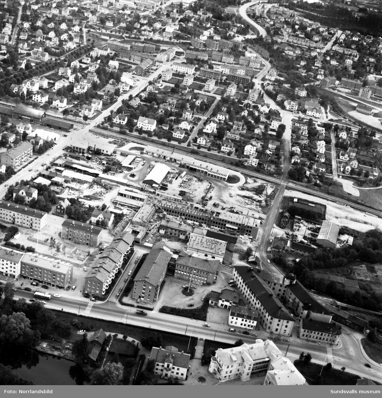 Flygfoton över Västermalm med Grönborg och bygget av nya verkstadsskolan i centrum.