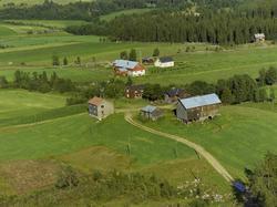 Gård. Kværnum (uttales Kveinnum i Gausdal) Østre Gausdal. Rø