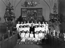 Konfirmander i kyrkan, 1940-tal.  1. Härlett Gustavsson 2