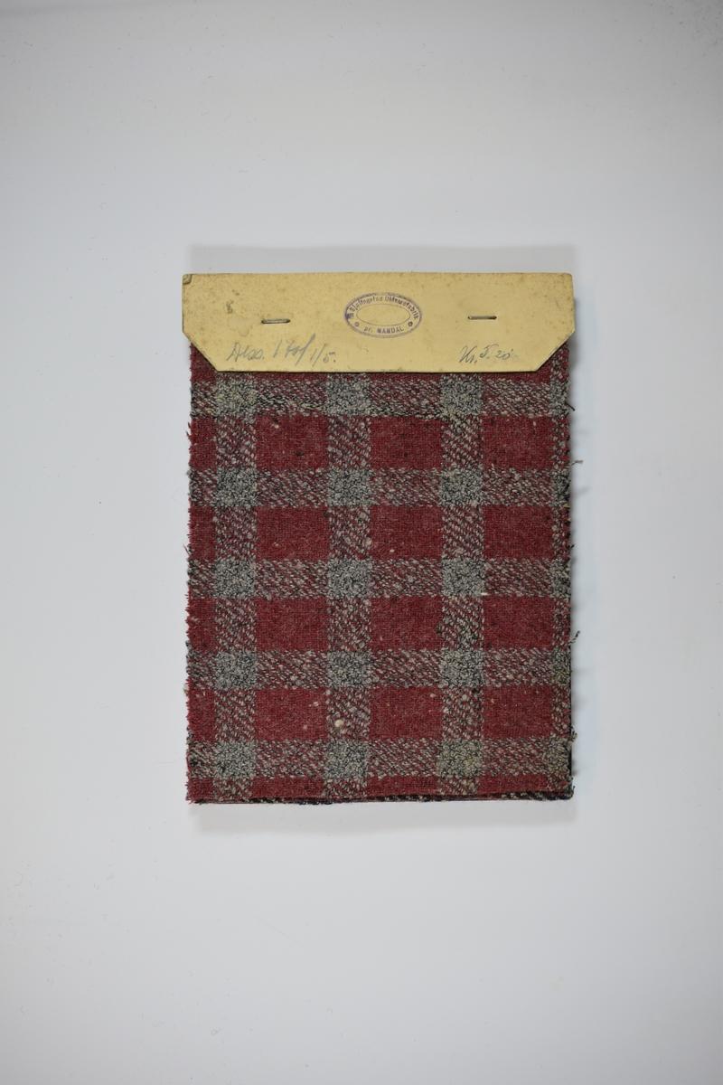 Hefte med 5 tekstilprøver. Heftet består av en stiv bakplate og en papp-plate der heftet er stiftet som dekker ca. 5 cm forsiden. Middels tykke stoff med rutemønster. Stoffene ligger brettet dobbelt slik at vranga dekkes. Alle stoffene bortsett fra det første, er merket med en rund papirlapp, festet til stoffet med metallstift, hvor nummer er påført for hånd. På grunn av innskriften på forsidepappen kan det antas at alle stoffene har kvalitetsnummer 170.   Stoff nr.: 170/1, 170/2, 170/3, 170/4, 170/5.
