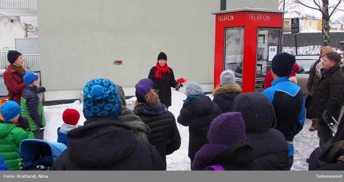 Åpning av Keyserkiosk Telefonkiosken som fikk nytt innhold, litteratur