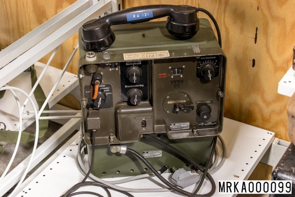Ursprungsbeteckning:  TF-TC 92265  Allmänt: Stationen bestod av sändtagare, kraftaggregat, handmikrotelefon och SM-omkopplare. Stationen var byggd med elektronrörsteknik och med en speciell mekanik för frekvensinställning och för kalibrering av kanalerna.  Data: Frekvensområde: 39,6 – 48,0 MHz Kanalseparation: 180 kHz, senare 90 kHz Sändareffekt: 3 W Modulationsslag: FM Transmissionstyp: Simplex, telefoni Kanalantal: 85 st Antenner: Dipol, jordplaneantenn eller riktantenn Räckvidd: c:a 12 km Kraftförsörjning: 12 eller 24 V likspänning eller 220 V växelspänning