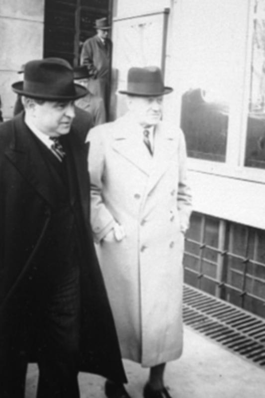 Stortingspresident Carl Joachim Hambro etter stortingsmøte i Festiviteten 9. april 1940.