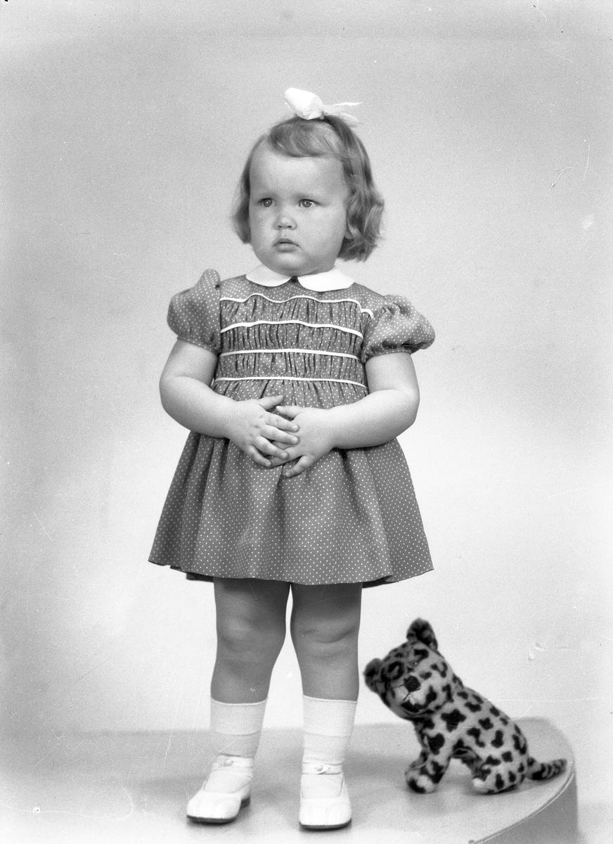 Flickan Källström, 16 april 1946. Herr Gert Källström, Box 178 B, Bergby.