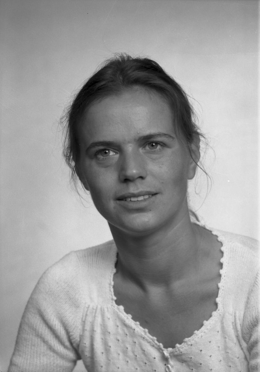 Anita Svärd, Åkerivägen 3 e, Gävle. Den 6 juli 1973