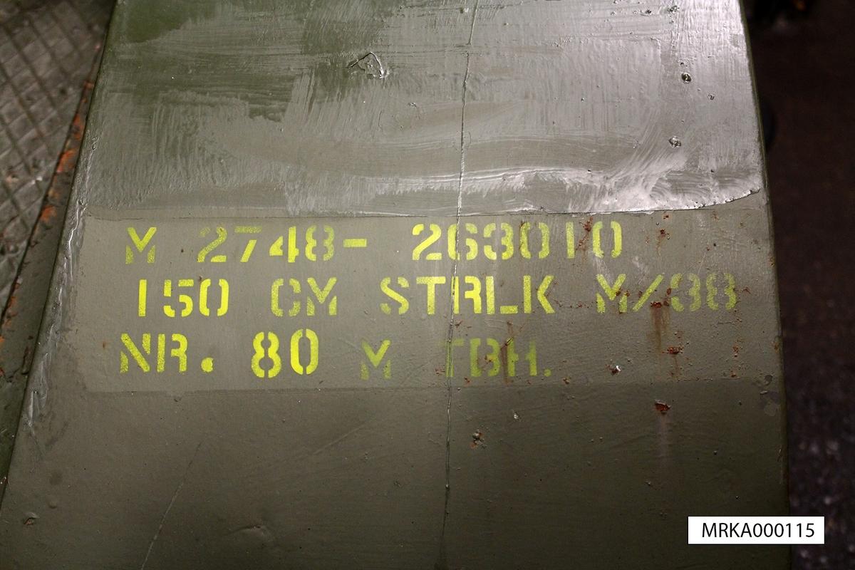 Tillbehör: Manöverarm Riktapparat Kablar Kabelkärra  Data: Lamptyp: Högeffektlampa ljusbåge Typ BECK Drivspänning: 77 Volt Strömstyrka: 150Amp Manövrering: Handriktning eller fjärriktning med teletaktor. Kolen: Tändkol, pulskol och minuskol. Brinntid 3 tim.