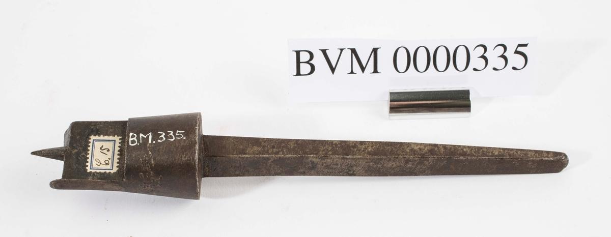 """""""Navere."""" NTM: """"Fra snekkerverkst. loft i Kongsberg. Til diverse trearbeider."""" Jf. BVM 3937-3939."""
