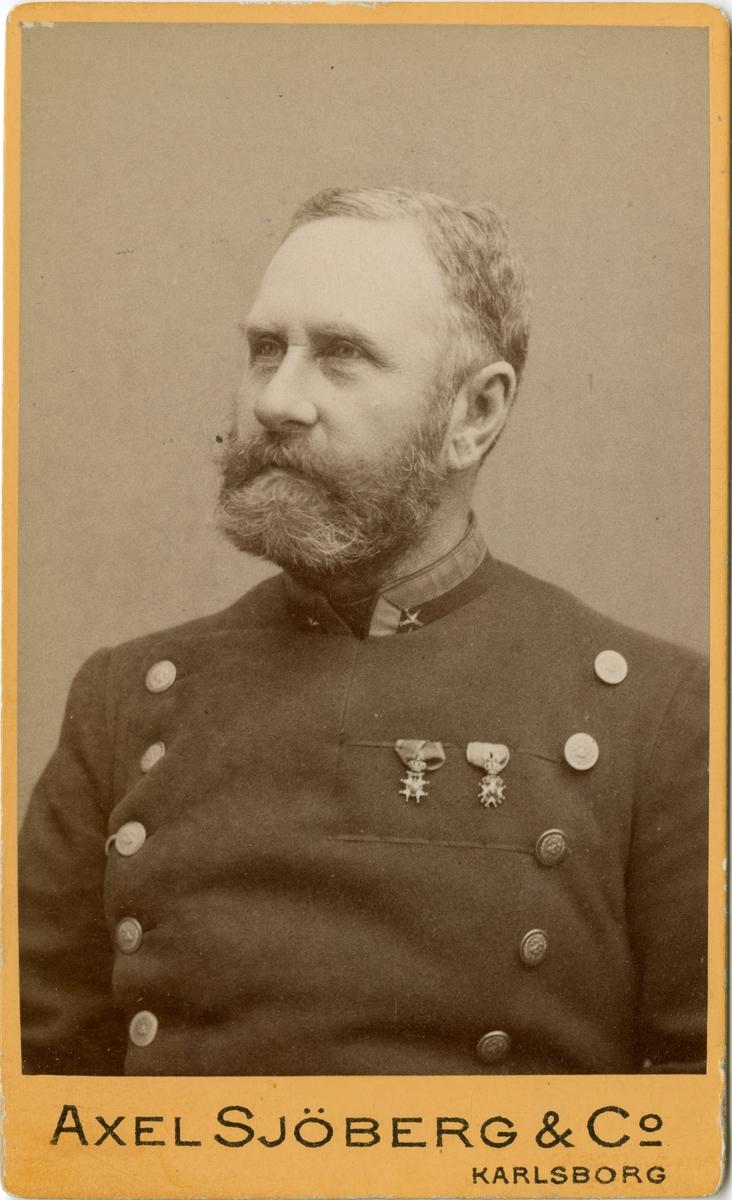 Porträtt av Ernst August Winroth, major vid Västgöta regemente I 6. Se även AMA.0009224 och AMA.0009299.