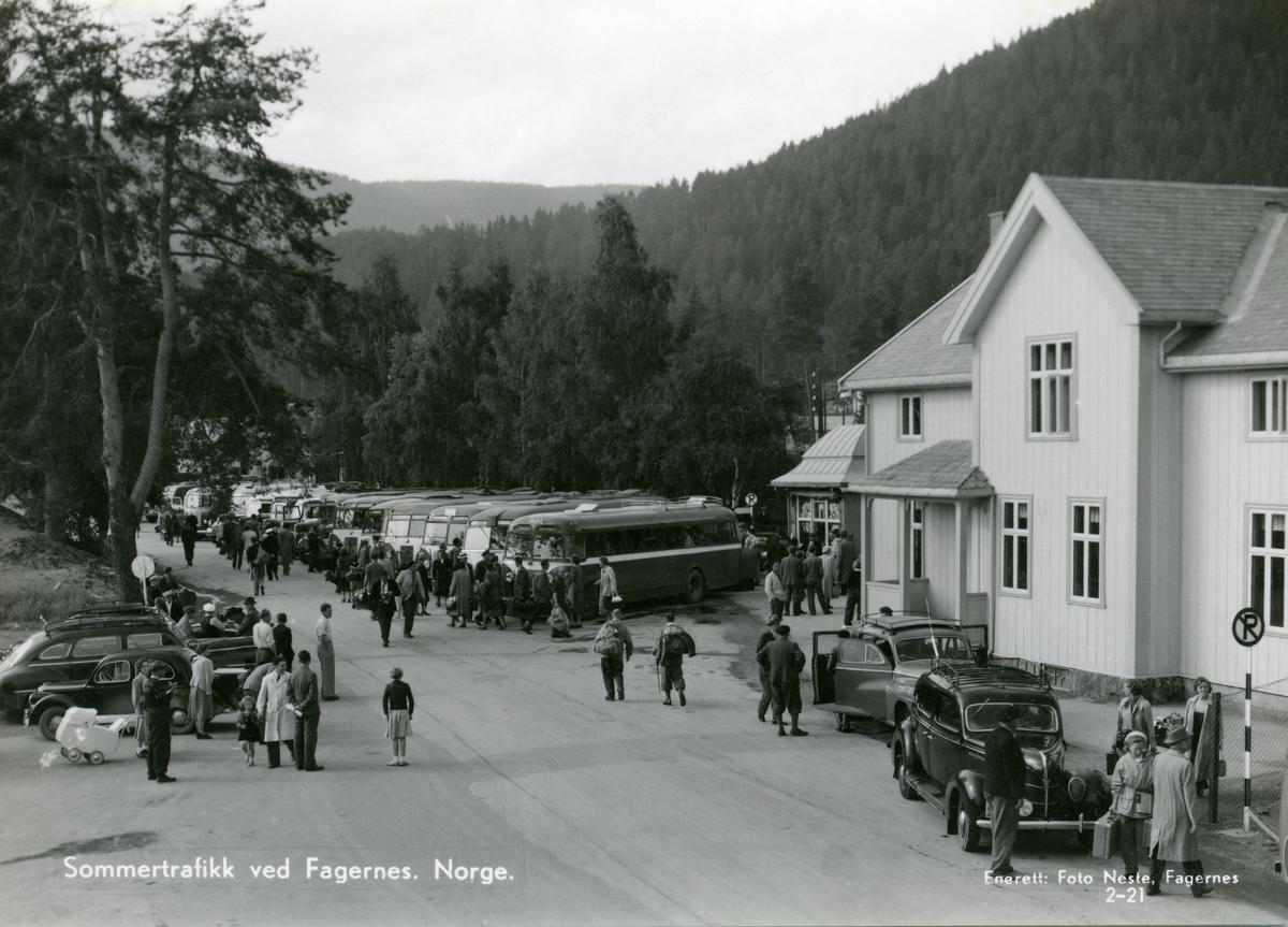Postkort med motiv fra jernbane- og rutebilstasjonen på Fagernes, Nord-Aurdal i Valdres