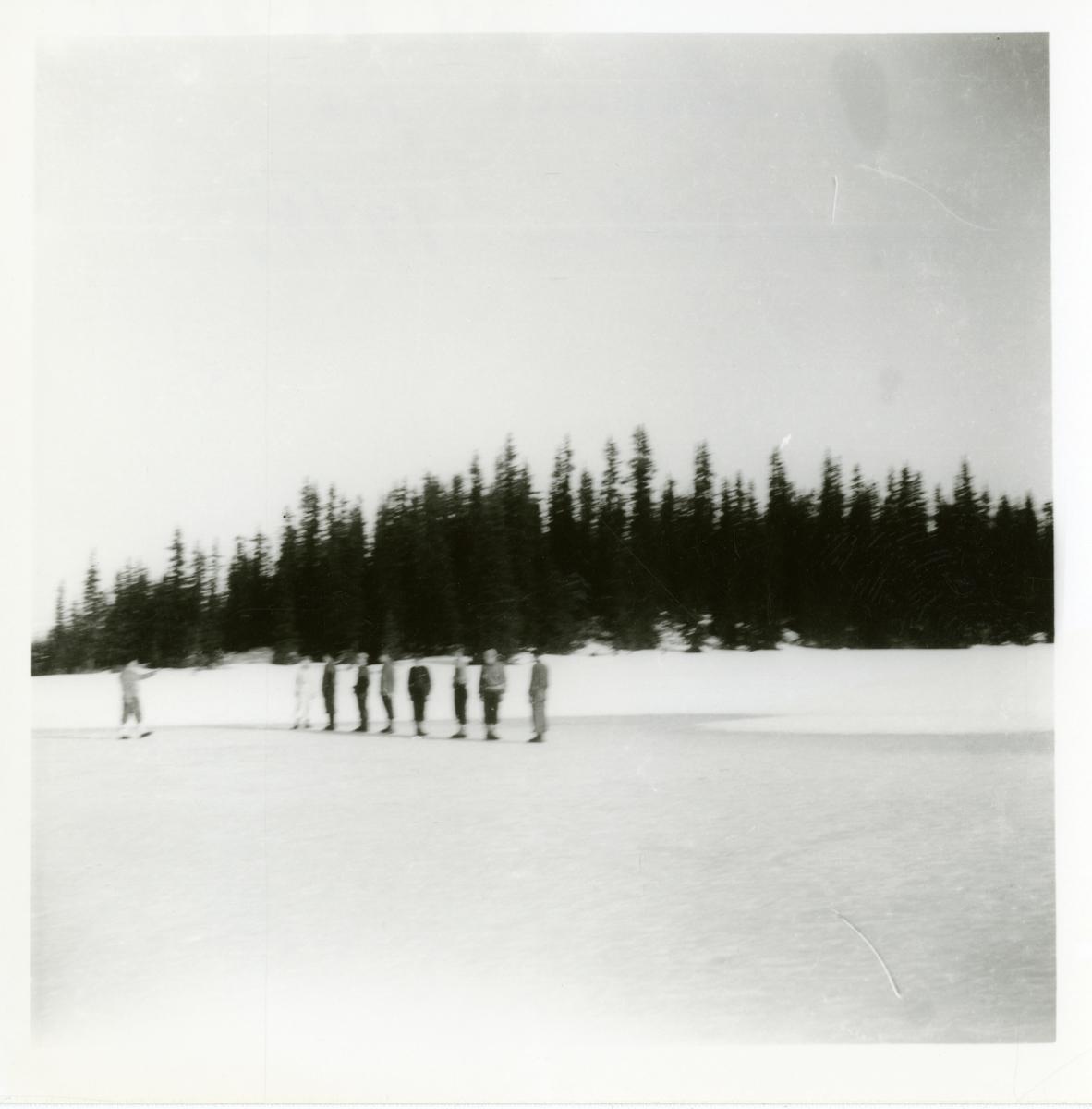 Hjemmefronten på Reinsjøputten i Reinsjødalen. Linjeeksersis, 1944.