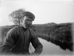 August Alinder i båt, Altuna socken, Uppland