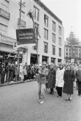 1. mai 1981 i Oslo.Samorg-toget.Fane: Arbeiderbladets redaks