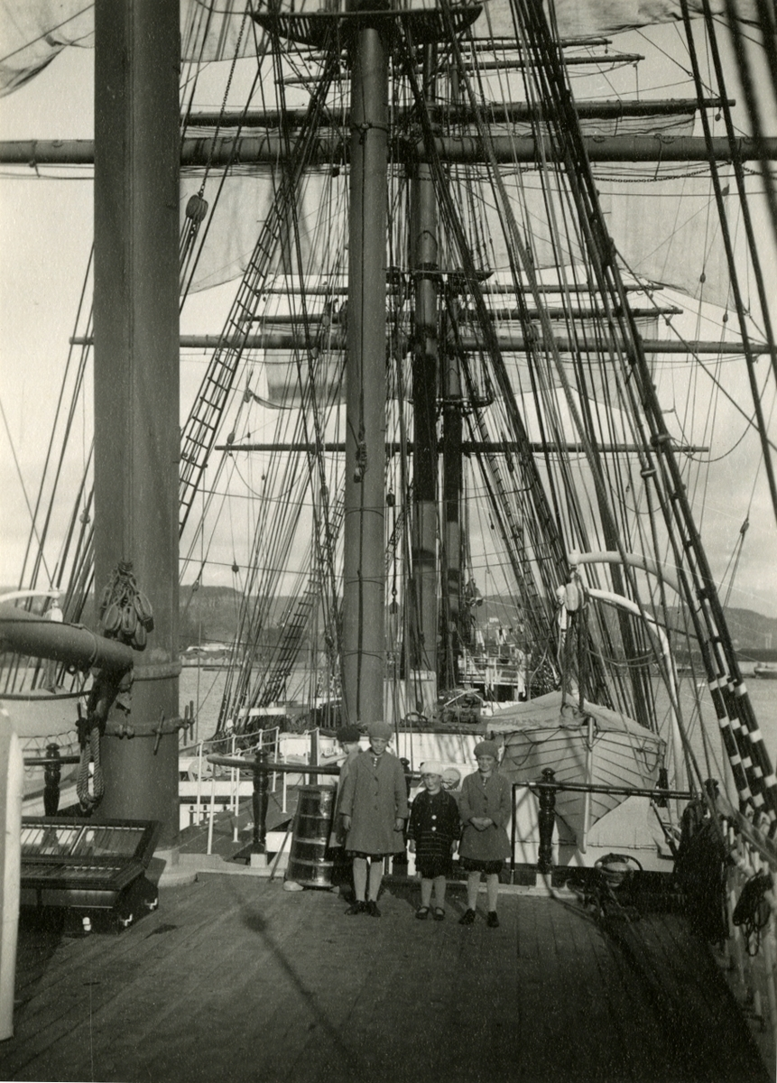 4 mastet stålbark 'Beatrice' (ex. 'Routenburn')(b. 1881, Steele, Greenock).