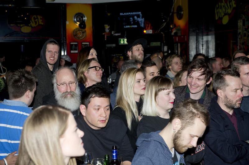 Publikum på konsert i baren i første etasje.  Foto Helge Skodvin. (Foto/Photo)
