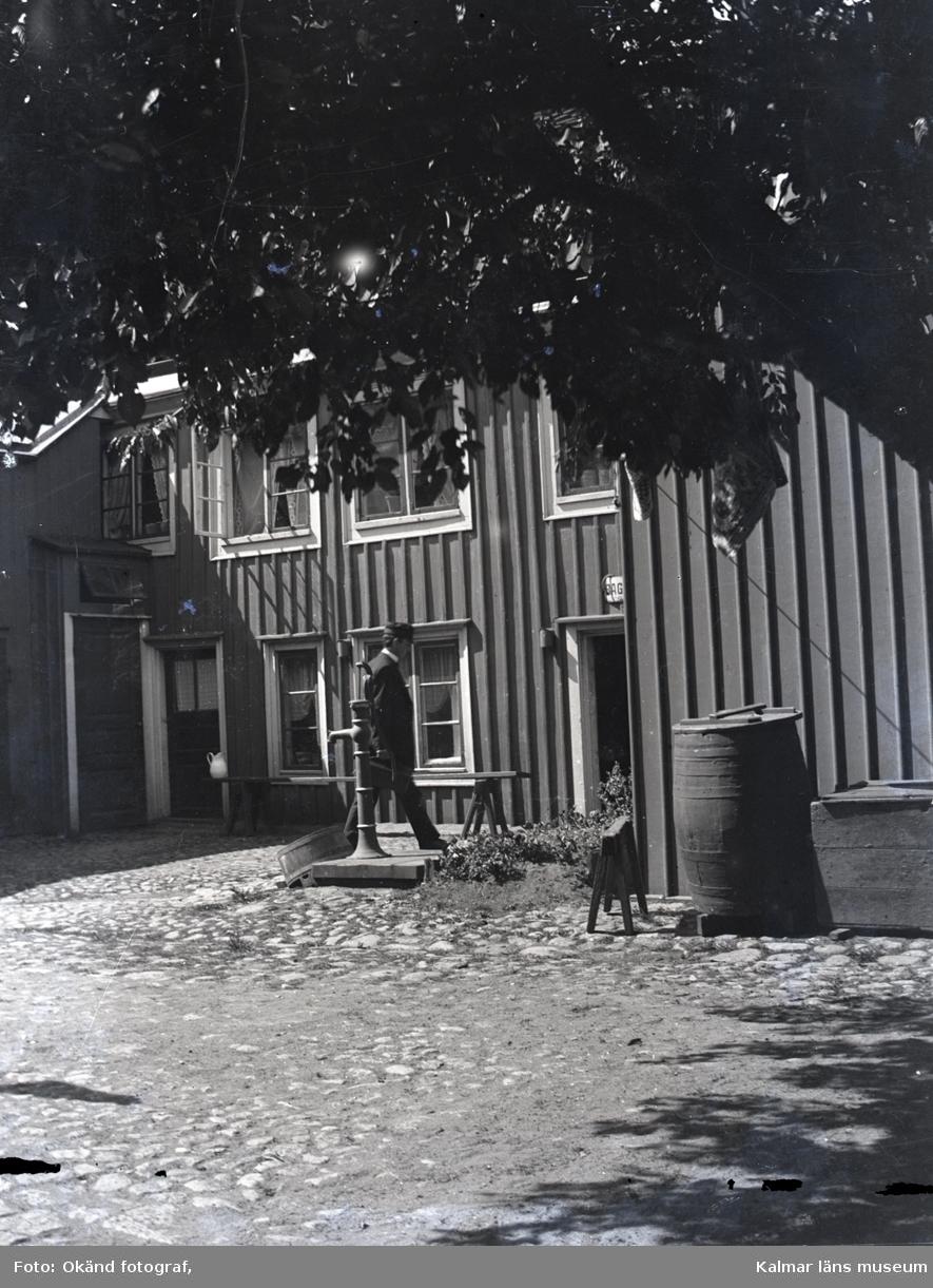 Hammar på innergården på Kaggensgatan.