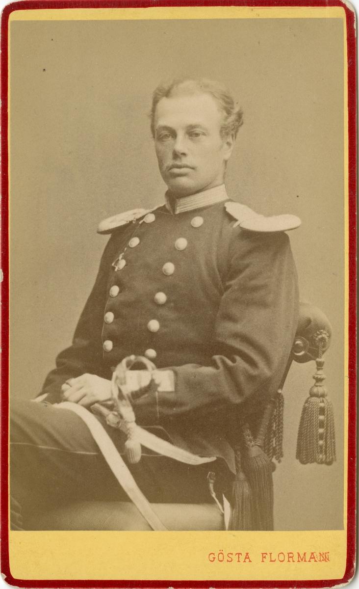 Porträtt av Ulf Claes Wilhelm Sparre, officer vid Anda livgrenadjärregementet I 5.  Se även bild AMA.0002190.