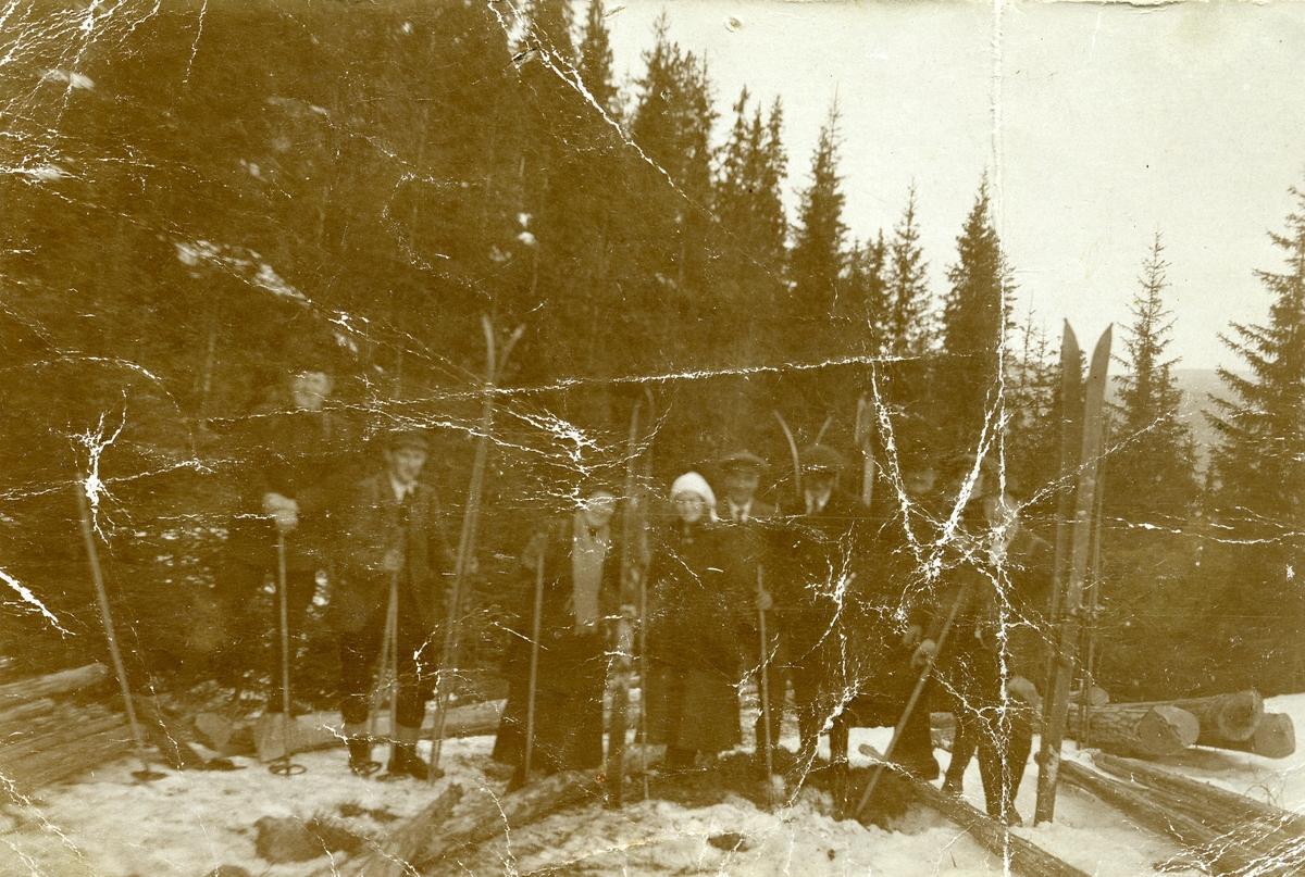 Ungdomar frå Hølera på skitur i Bjørneskaret.