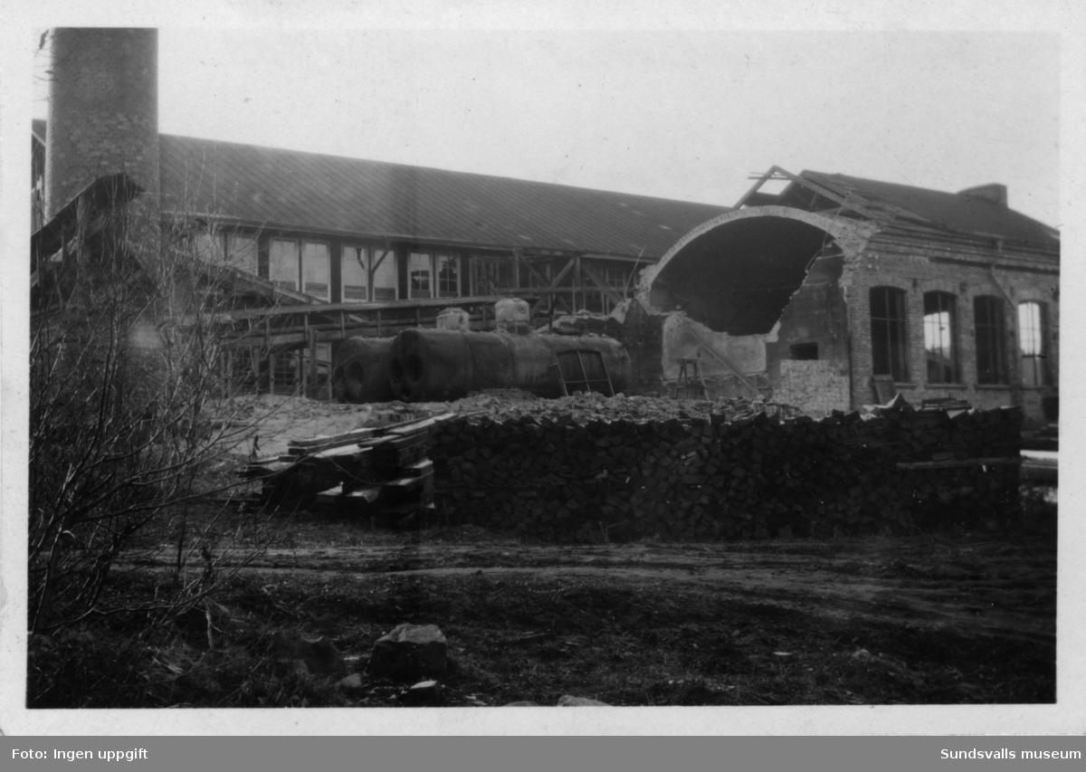 Nacka sågverk, efter nedläggningen 1932. Maskinhuset rivs.