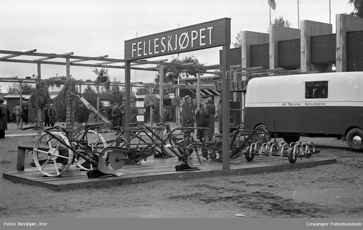 Fra utstillingen om høsten under byjubileet i 1936, Felleskjøpet.