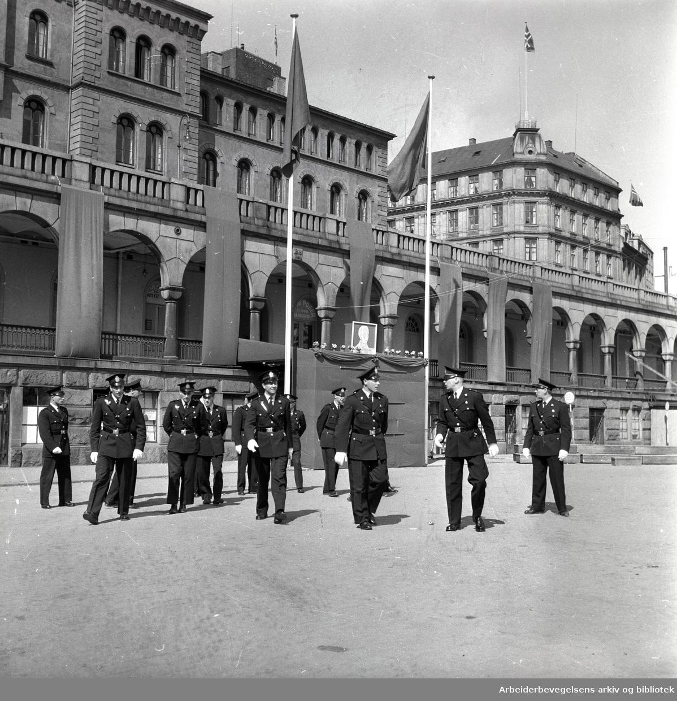 1. mai 1958, politi på Youngstorget.
