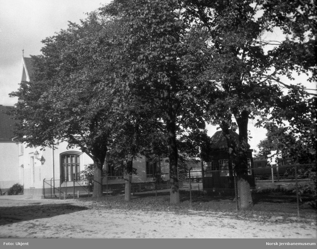 Sarpsborg stasjon, stasjonsparken med kiosk