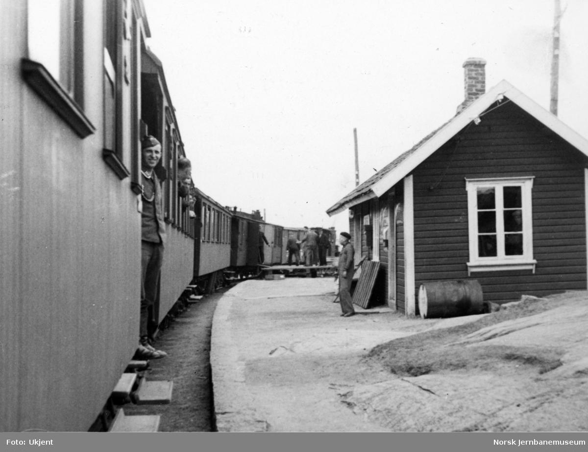 Sirevåg stoppested med smalsporet persontog i krigsårene
