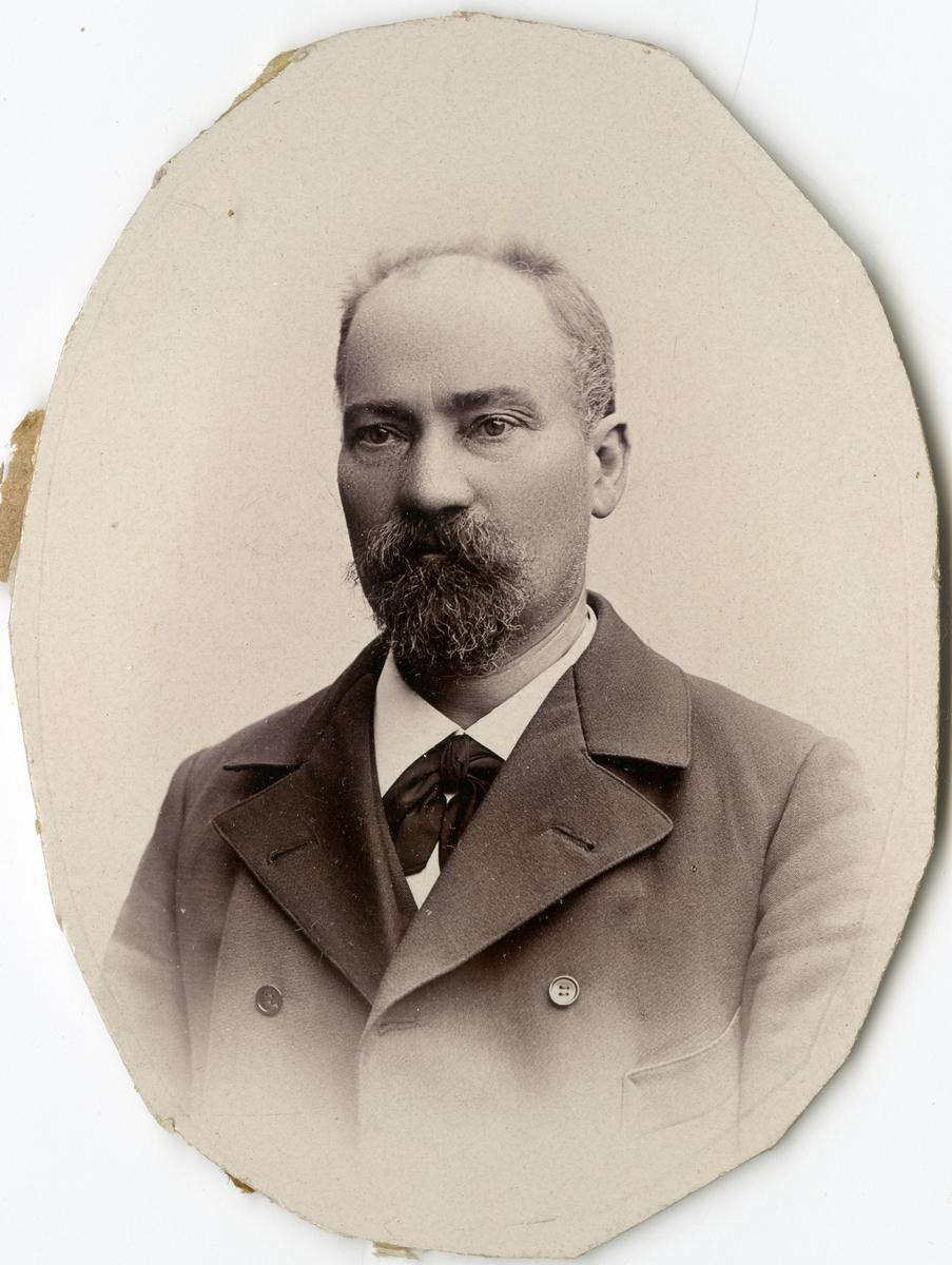 Porträtt av C.L. Ling vid Stockholms Tyg-, ammunitions- och gevärsförråd.