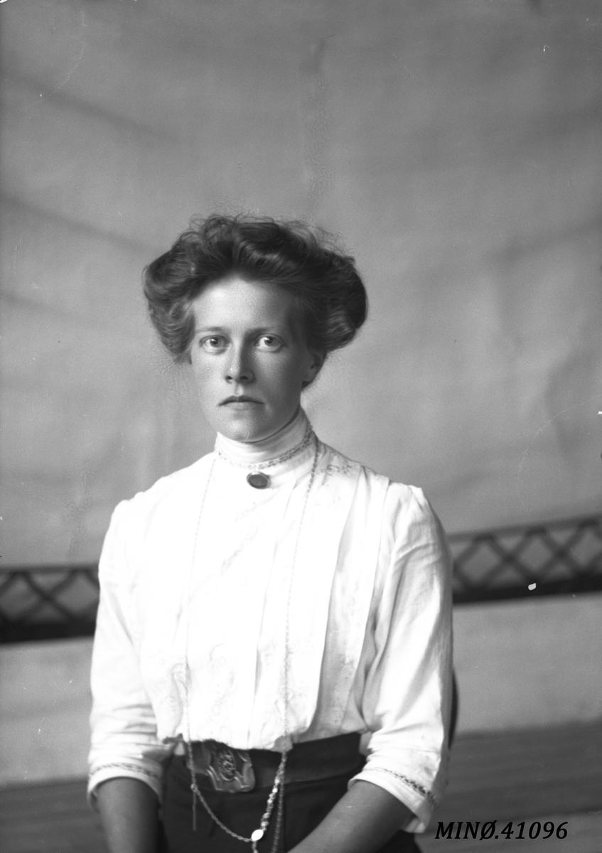 Portrett av kvinne - Kristine Fors