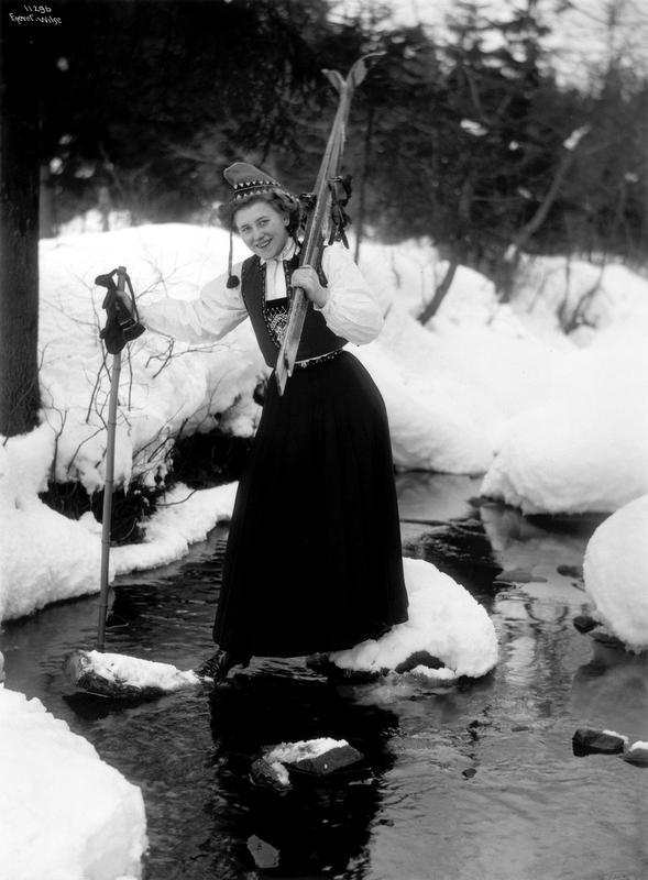 Skiløperske frk. Gundersen over bækken 9/2 1910