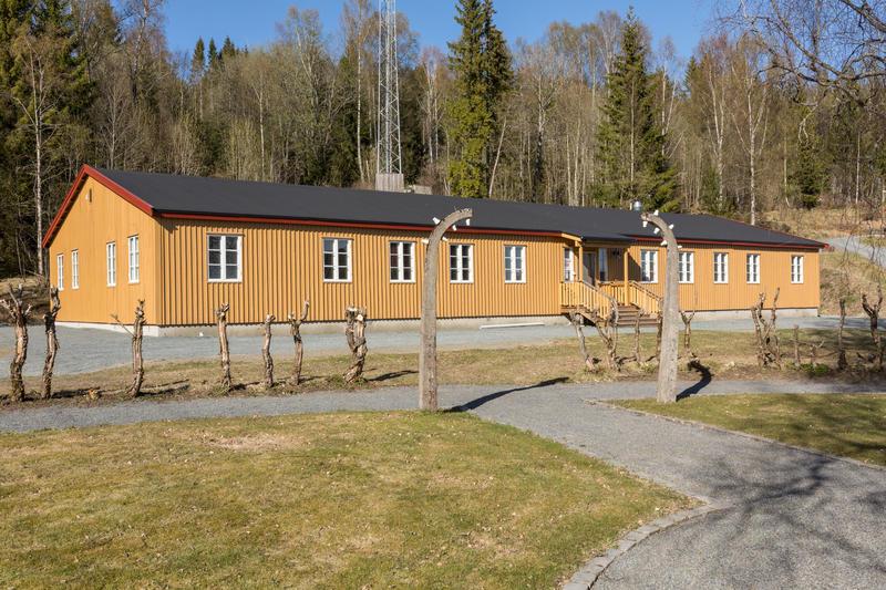 Diese Baracke wurde nach dem Krieg aus dem Häftlingslager abtransportiert; 2015 wurde sie hier erneut errichtet. Heute bildet sie einen Teil des Grini-Museums. Photo: Øivind Möller Bakken, MiA