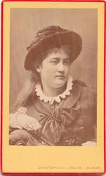Fru [Hilma] Roosval, född Engström.  John Dryselii Atelier