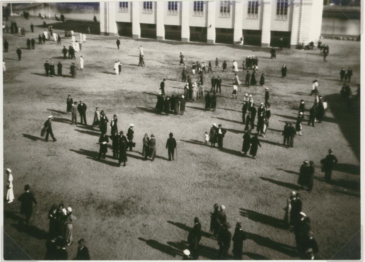 Bild från Kalmar högre allmänna läroverks (Nuvarande Stagneliusskolans) invigning den 1933-06-08